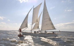 Sailing-daytime-photo-by-Schooner-Woodwind-789x496